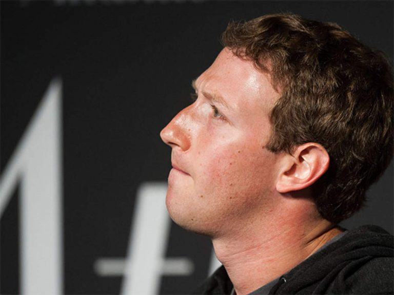 According to Mark Zuckerberg we won't see Facebook Home on iOS if Apple doesn't collaborate