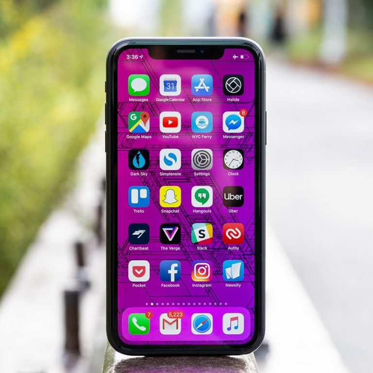 All iPhone X colors will have black bezels to ensure aesthetic enhancement