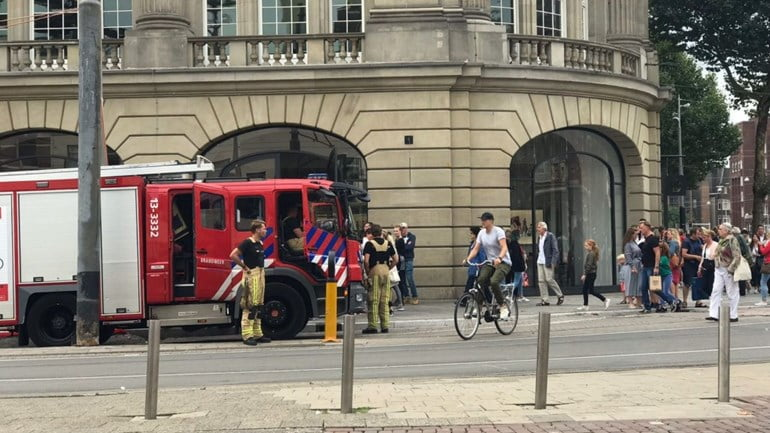 An Apple Store in Amsterdam is evacuated because of an iPad battery