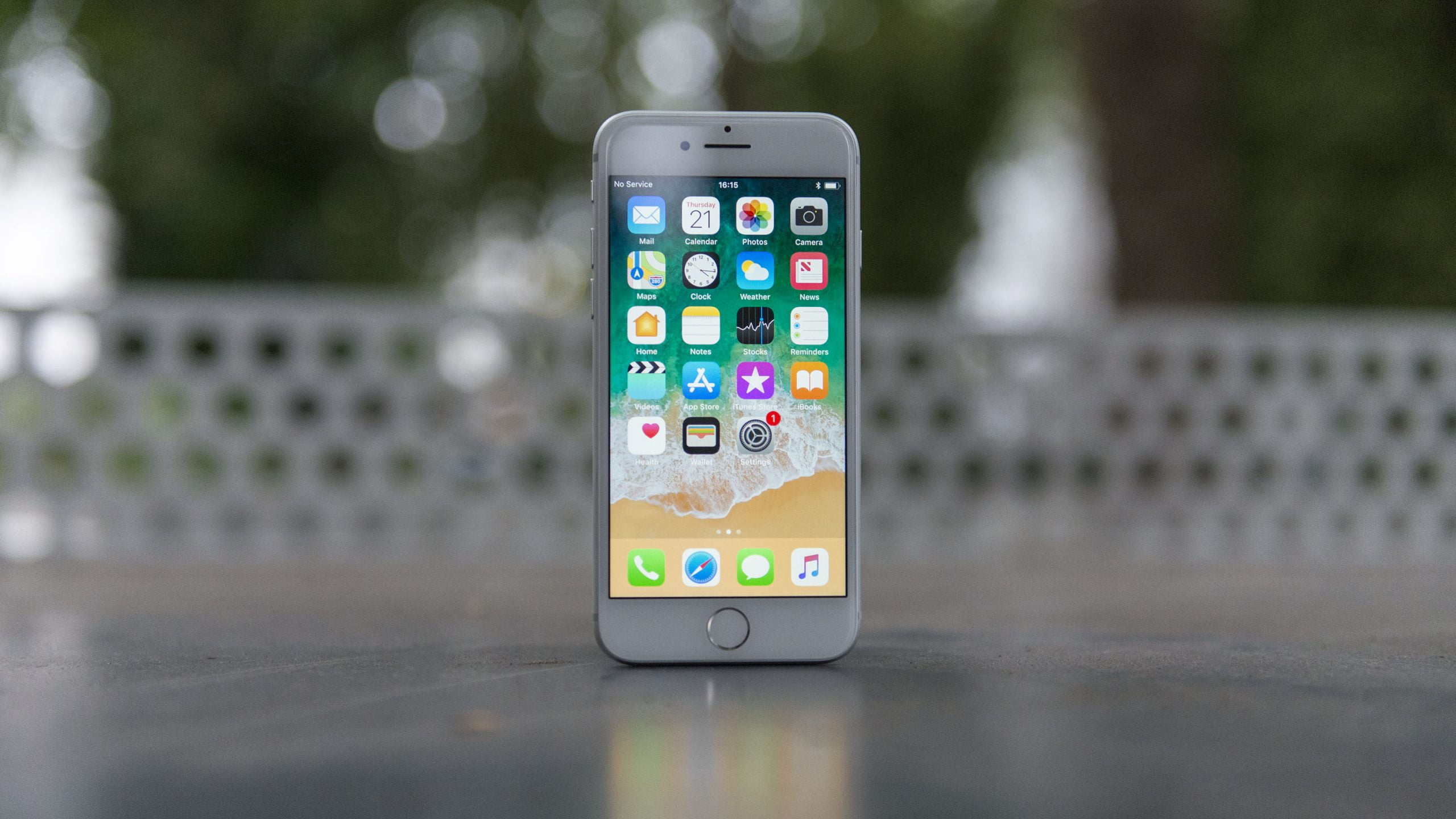 Apple introduces the new iPhone 8/8 Plus and these are its features