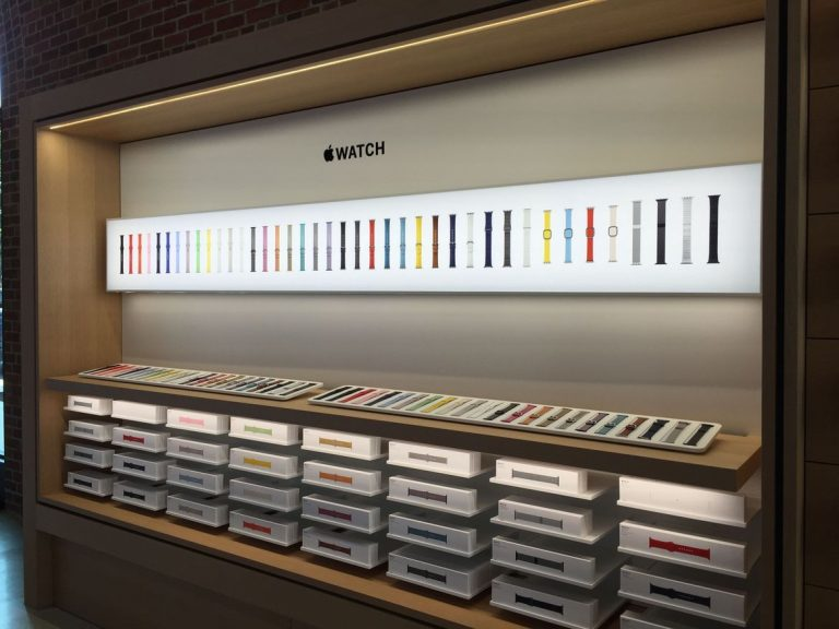 Apple opens new stores