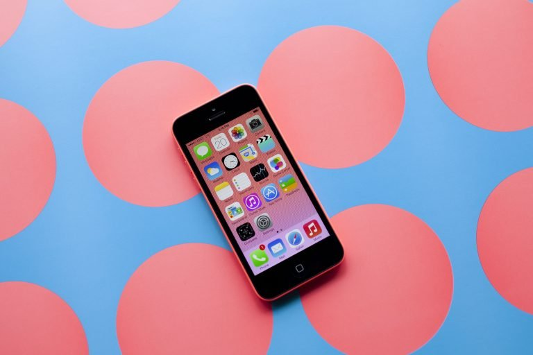Apple shows us the improved plastic of its iPhone 5c