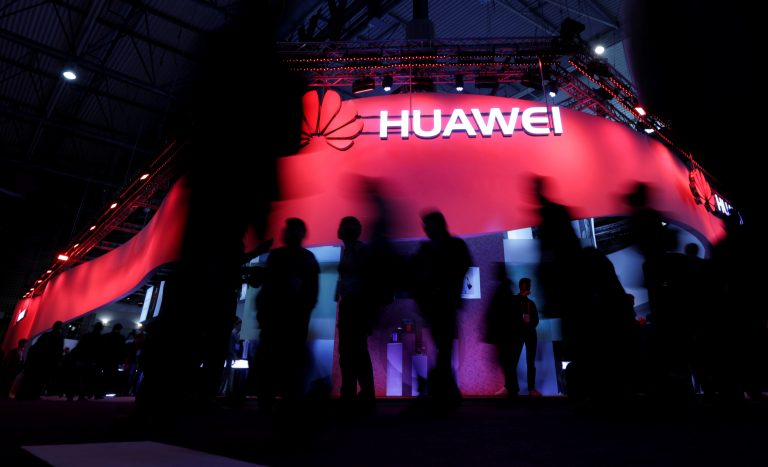 Huawei punishes for using an iPhone to send an official tweet