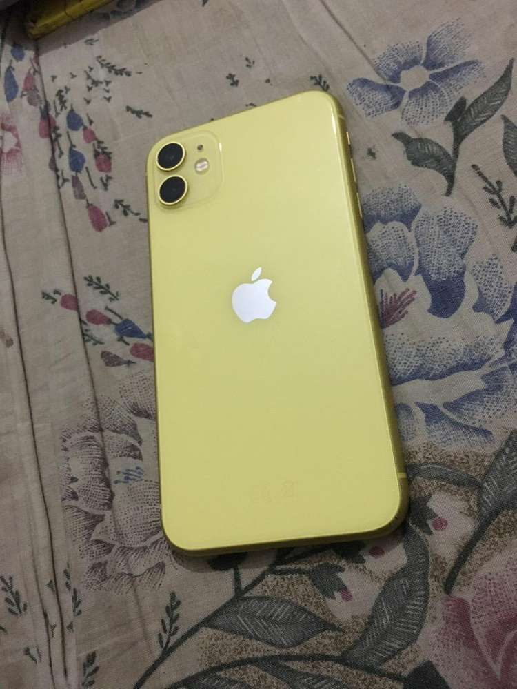Offer iPhone 11 64GB in yellow