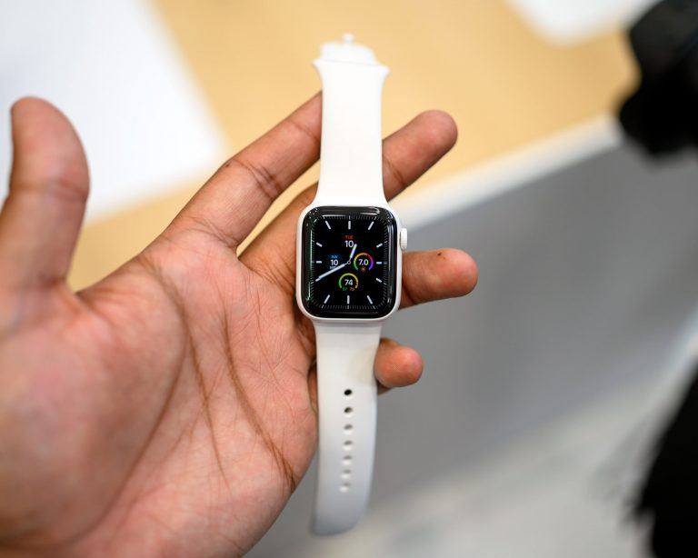 The Apple Watch screen changes with rotation