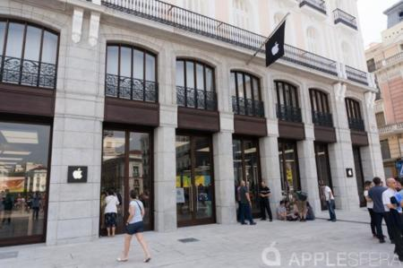 The closest Apple Store to Puerta del Sol in Madrid