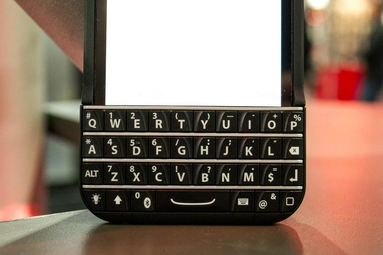 Typo iPhone Keyboard Case, a physical keyboard for your iPhone