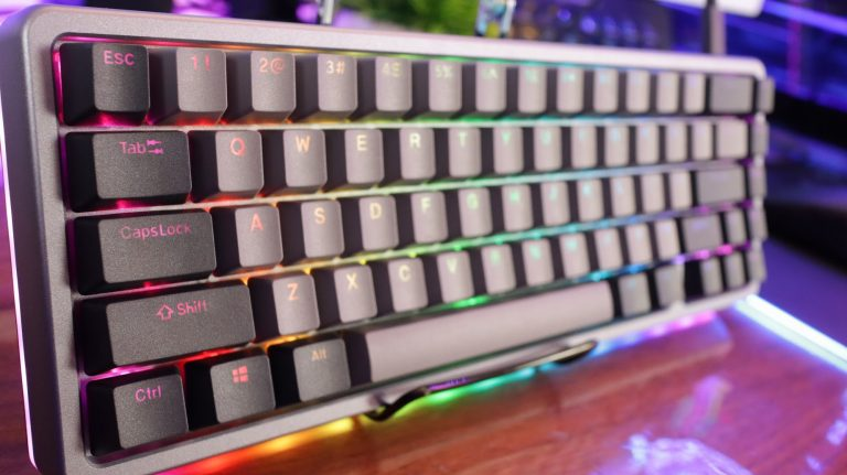 We show you how to improve the keyboard of your device with AltKeyboard