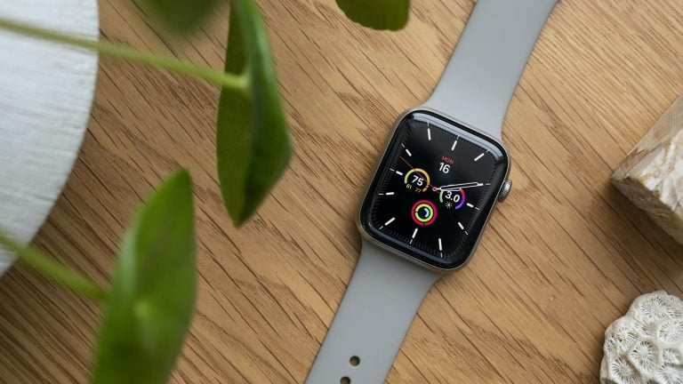 Changing the Apple Watch strap