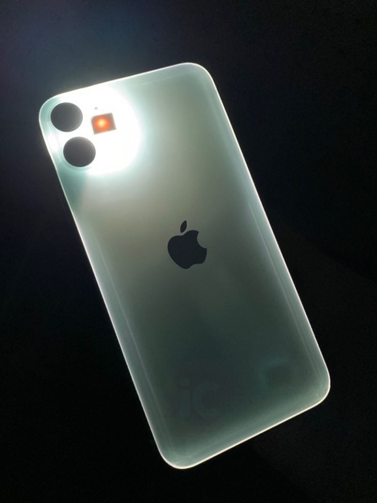 iPhone 11 seems to glow in the dark when you turn on the flash