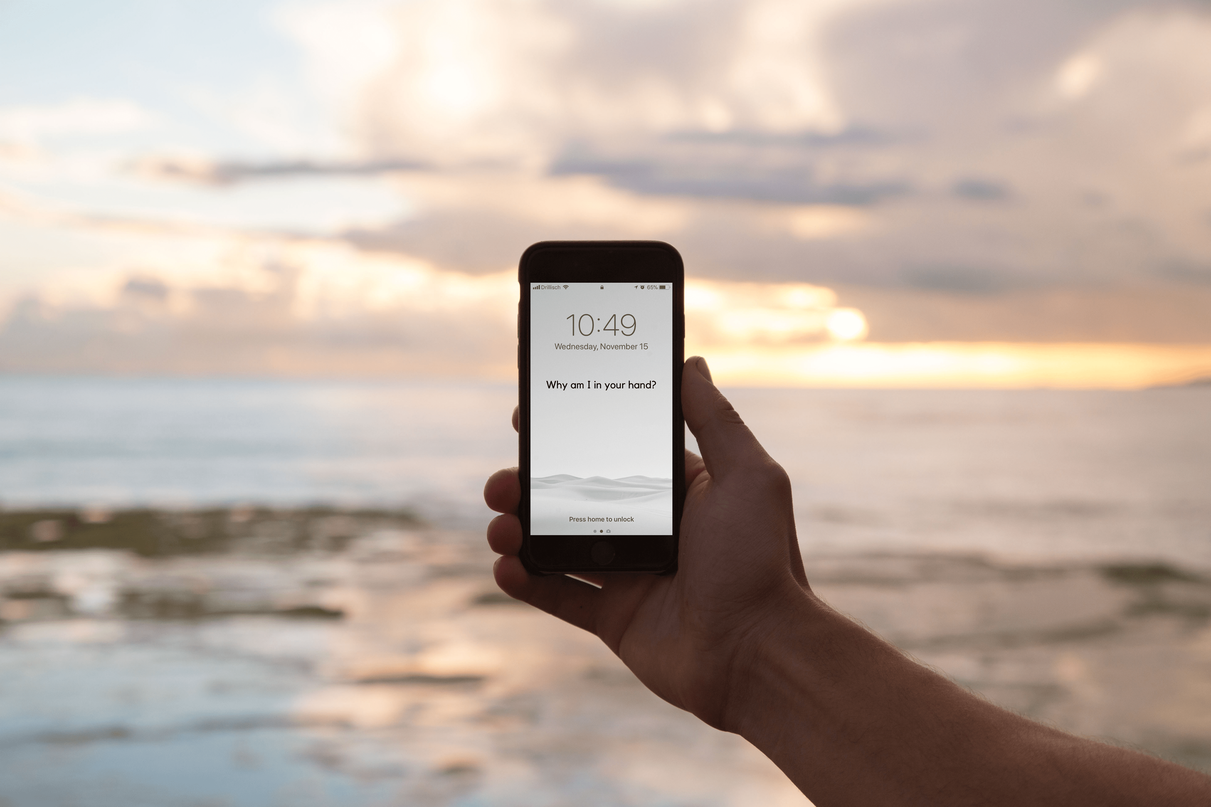 This collection of wallpapers will help you reduce your addiction to the iPhone