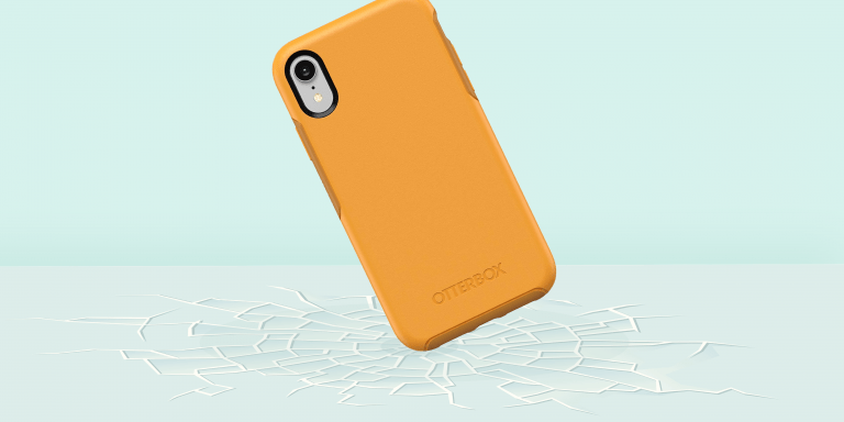 This iPhone 7 and 7 Plus Case Also Holds Credit Cards