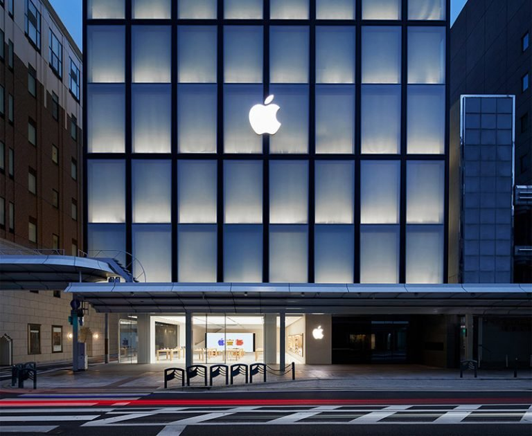 A new Apple Store for Barcelona appears on the company's employment website