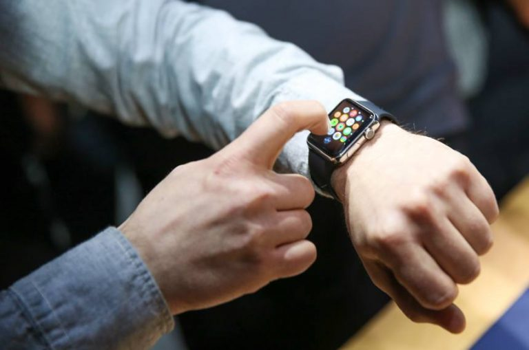 Apple is starting to train its employees to use the Apple Watch