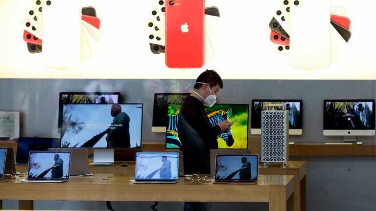 Apple is the only manufacturer increasing PC sales in a clearly declining market