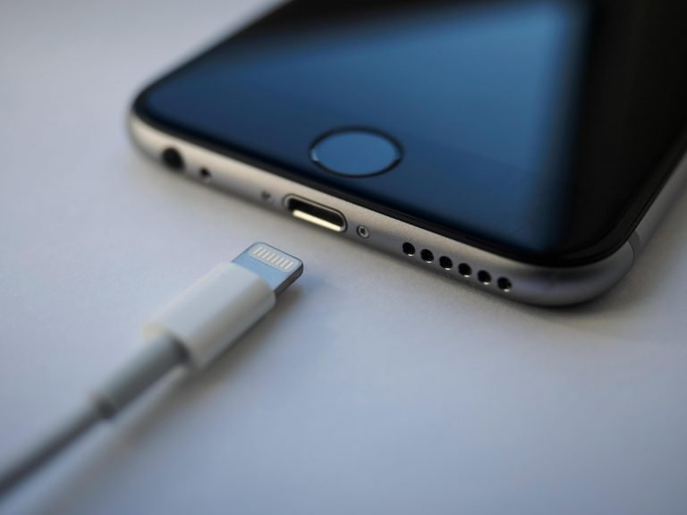 Apple launches the dock to micro-USB adapter for Europe