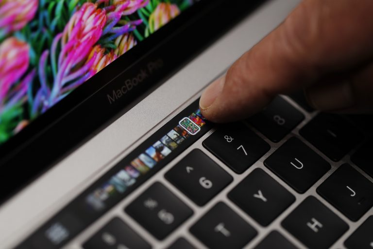 Apple may introduce new, completely redesigned MacBook Pro this October