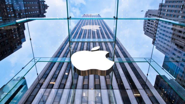 Apple trains employees at its Apple stores to be good salespeople… for the Apple Watch