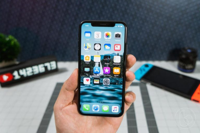 Apple wants to integrate OLED panels into its iPhone as soon as possible, but suppliers can't cope