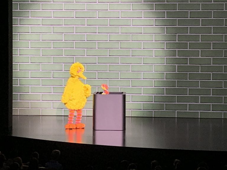 Apple will produce a series of Sesame Street to teach children how to program, the 'Helpsters