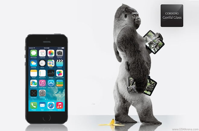 Corning demonstrates Gorilla Glass 3's resistance to sapphire in response to rumors of its possible use on the upcoming iPhone
