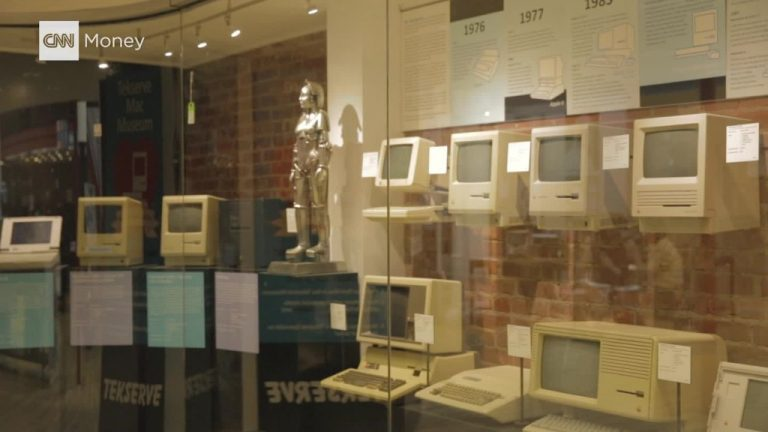 Does anyone have $30,000? Tekserve's Macintosh computer museum is being auctioned