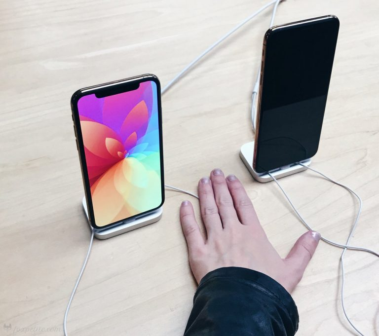 Even people with small hands can use iPhone X