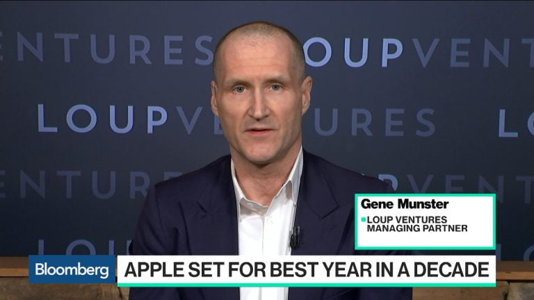 Gene Munster is optimistic again with Apple as the US stock market gives the stock a break