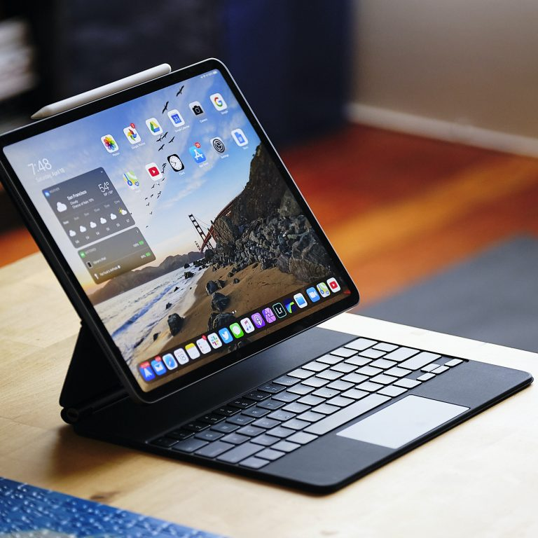 How to switch between the software and hardware keyboard on our iPad