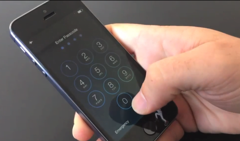 iOS 7.0.2 solved a security hole… but adds another