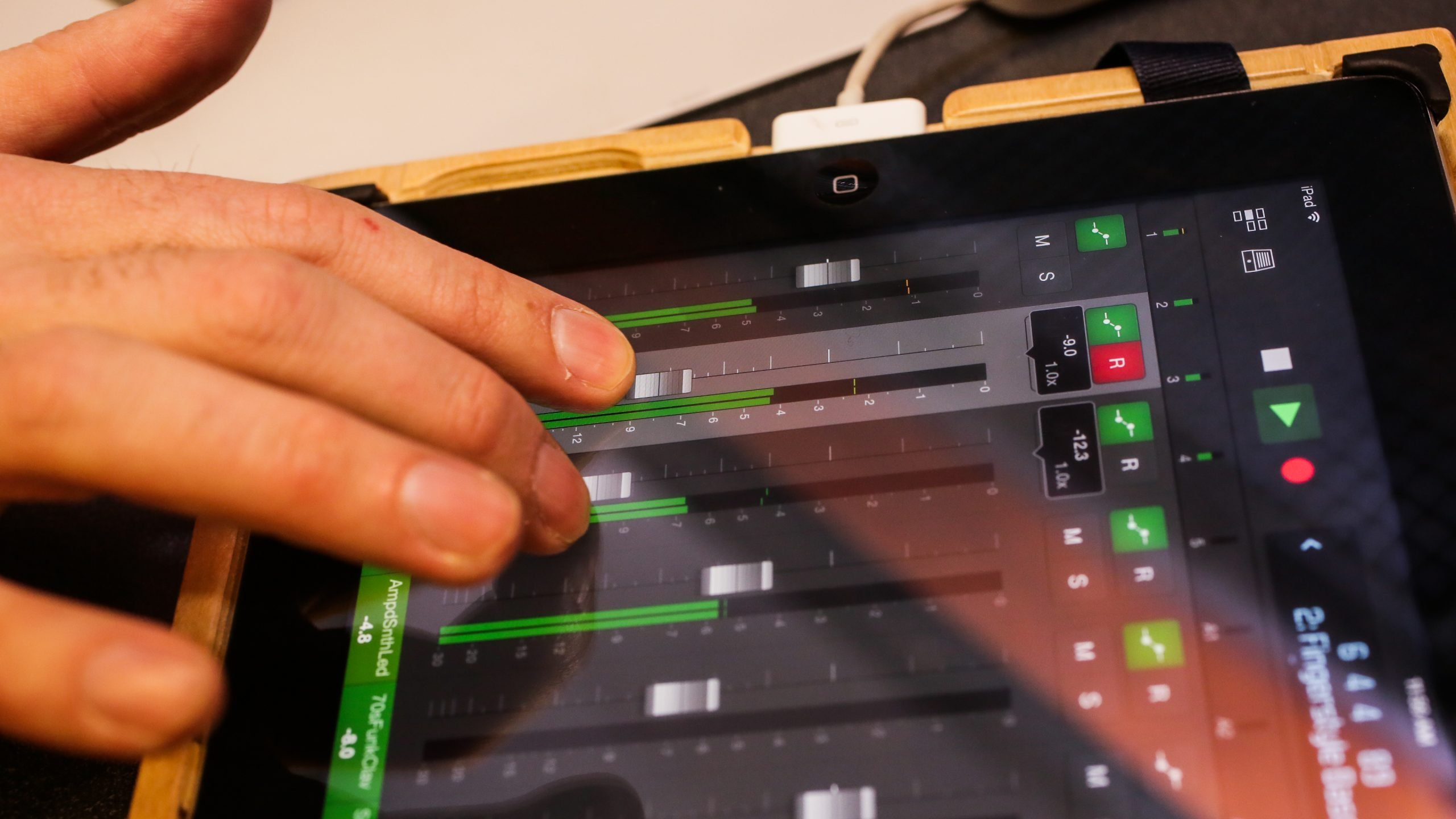Logic Pro X is updated to version 10.4 and brings new features such as a vintage equalizer