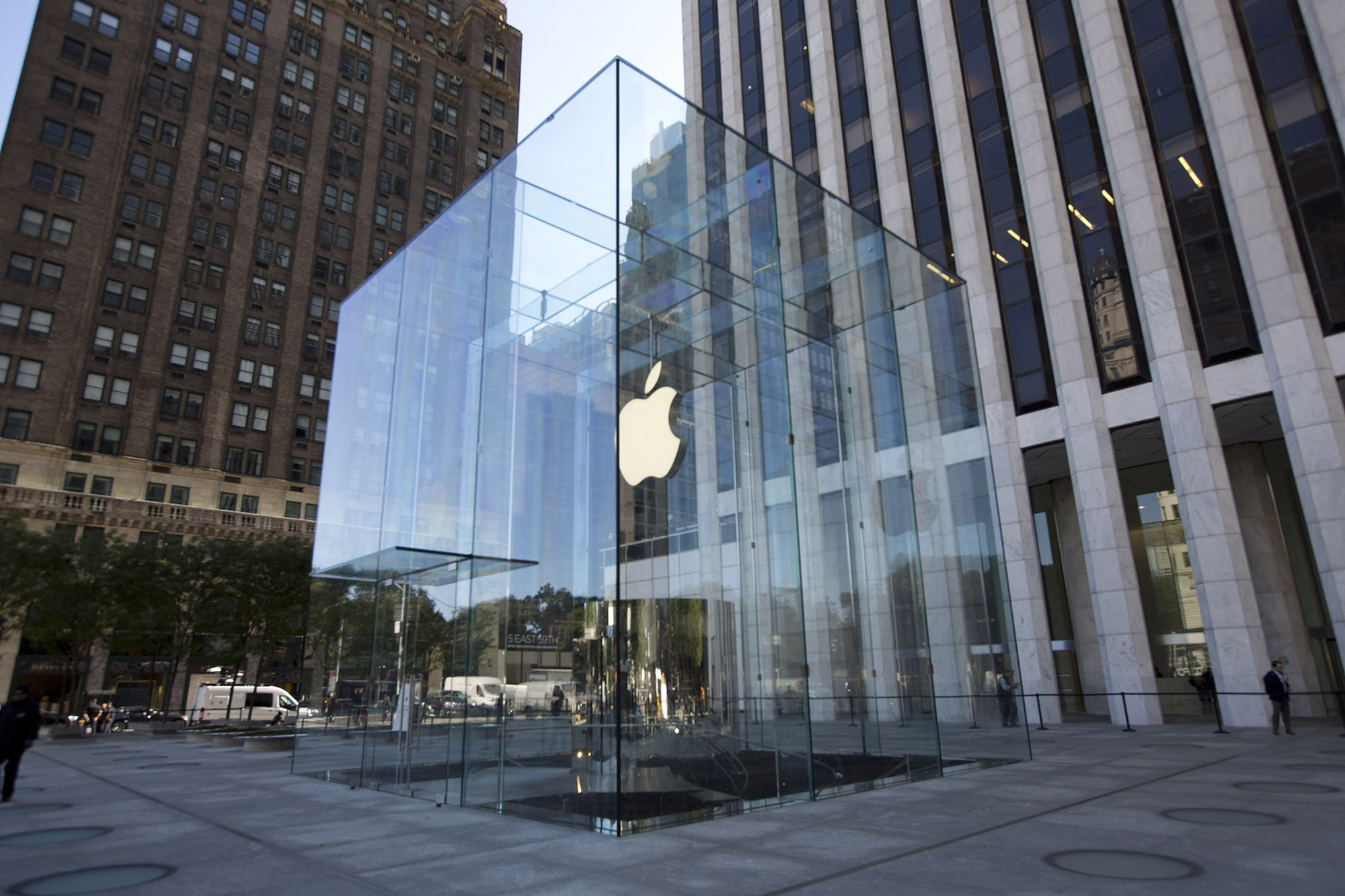 New York's iconic Fifth Avenue Apple Store to close for renovations