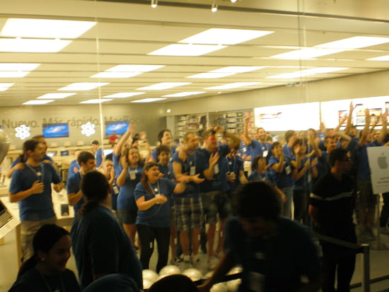 Opening of the Apple Store in Parquesur