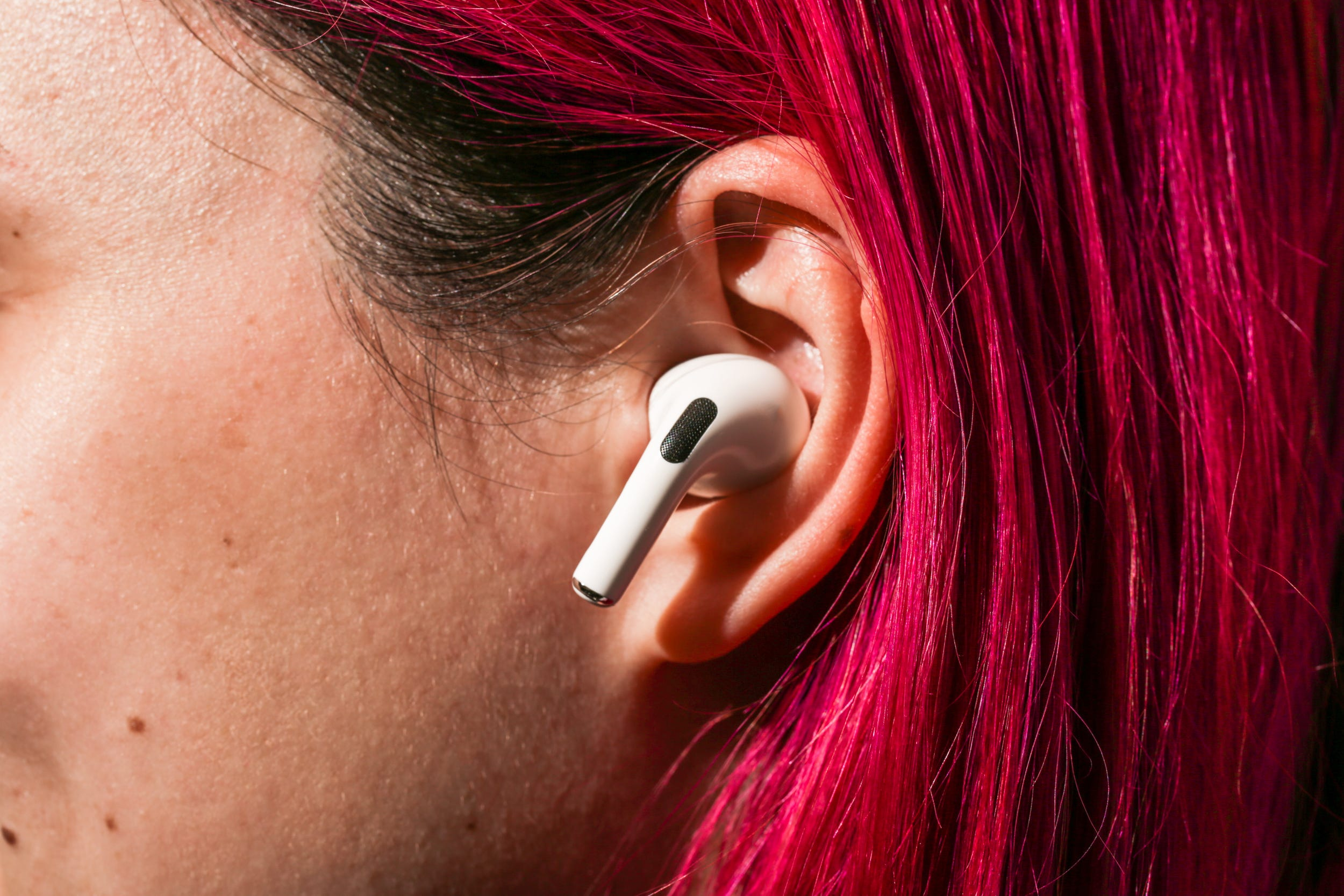 Setting Up, Customizing, and Using Apple AirPods: The Ultimate Guide