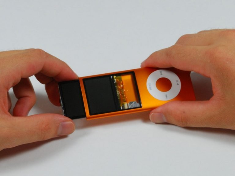 The 2G iPod touch has a Bluetooth chip… but it's only used for the Nike+