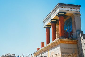 The app of the National Archaeological Museum is the perfect companion for your visit