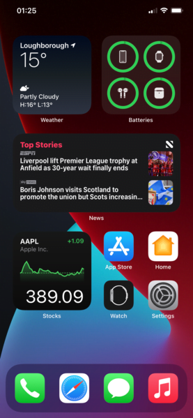 The Apple Store application is updated and now supports the dark mode