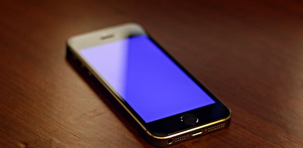 """The iPhone 5s suffers from some bugs, including a """"blue screen of death"""""""