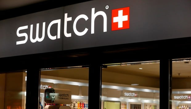 """VISA's """"Apple Pay"""" will arrive in early 2016 from Swatch"""