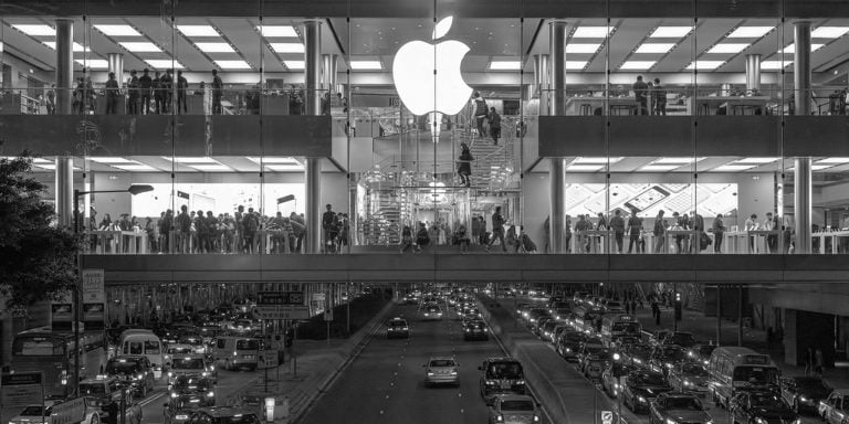 Apple invests $1 billion in Didi, Uber's Chinese competitor