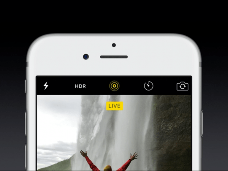 What are the differences between Apple's Live Photos and Samsung's Motion Photos?